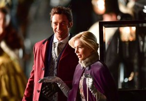 Hugh-Jackman-and-Michelle-Williams-in-THE-GREATEST-SHOWMAN